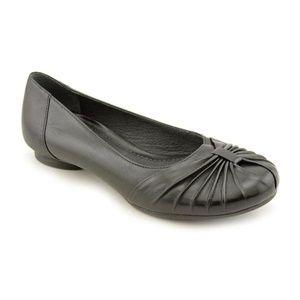 Clarks Artisan Ballet Flats Pleated Leather Sz 6.5